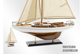 Segelboot aus Holz