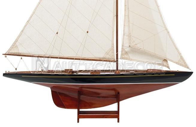 Endeavour 1934 Lux