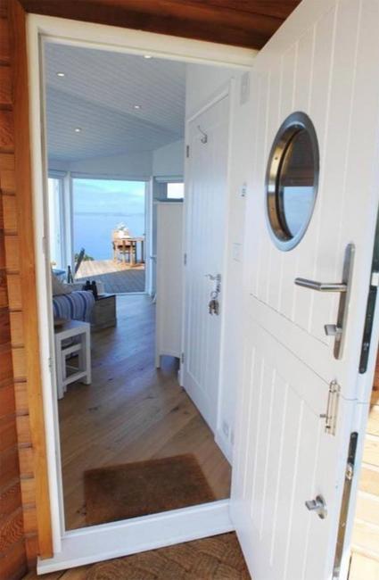 modern-interiors-nautical-decor-ideas-6